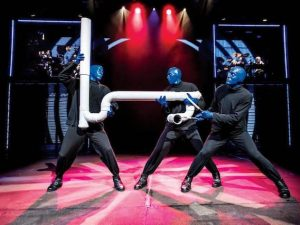 "Arriva in Italia ""Blue Man Group"": la performance art piena di colore a Milano e Trieste"