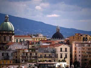 Napoli e Dolomiti al top: la strana coppia che traina il turismo italiano nel 2017