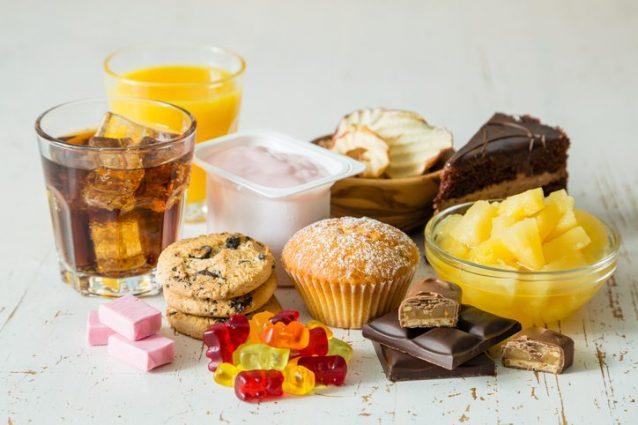 Come gli zuccheri nascosti danneggiano l'organismo