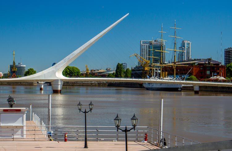 Ponte di Calatrava a Cosenza come balena bianca spiaggiata