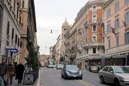 Attrazioni e curiosità passeggiando lungo Via Nazionale a Roma