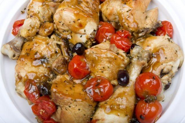 Pollo alle olive: la ricetta del secondo veloce e leggero