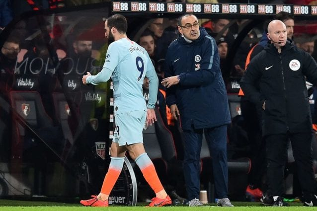 Tracollo del Chelsea in Premier, Sarri toglie Higuain dopo un'ora