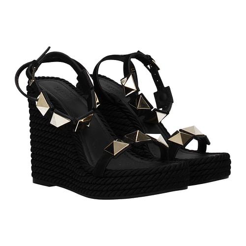 Novità delle ultime scarpe di Valentino